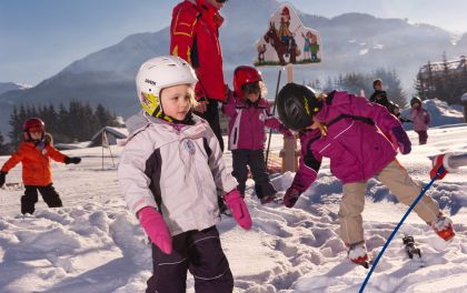 Winterspaß für Groß und Klein - Tirol ganz in Familie: Sonnenskifahren, Skischule, Langlaufen, Reiten im Schnee, Rodeln – alles in den Kitzbüheler Alpen