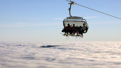 Mit der Feldbergbahn über den Wolken schweben.