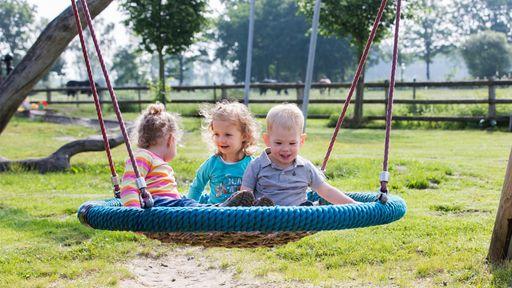 Mitten in diesem Landleben finden Sie Ruhe und Entspannung sowie Spiel und Spaß für die Kleinen.