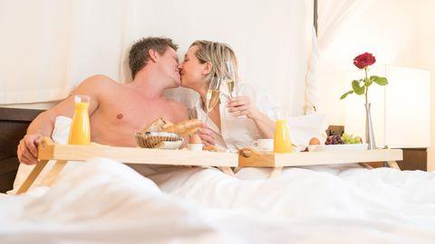 Frühstück im romantischen Himmelbett