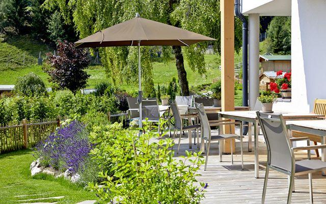 Biohotel Rupertus: Terrasse mit Blick in den Garten