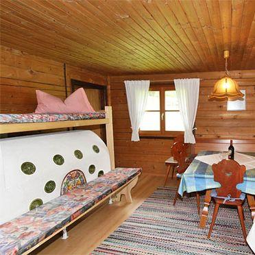 Ausserhof Hütte, Wohnstube mit Kachelofen