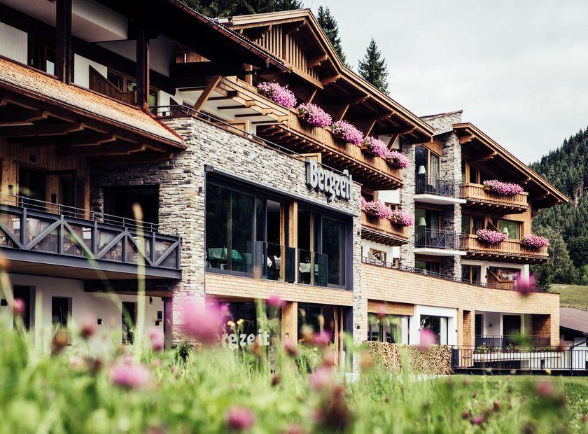 Biohotel Bergzeit: Hotel im Sommer - Natur- & Biohotel Bergzeit, Zöblen, Tirol, Österreich