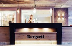 Biohotel Bergzeit: Rezeption - Natur- & Biohotel Bergzeit, Zöblen, Tirol, Österreich