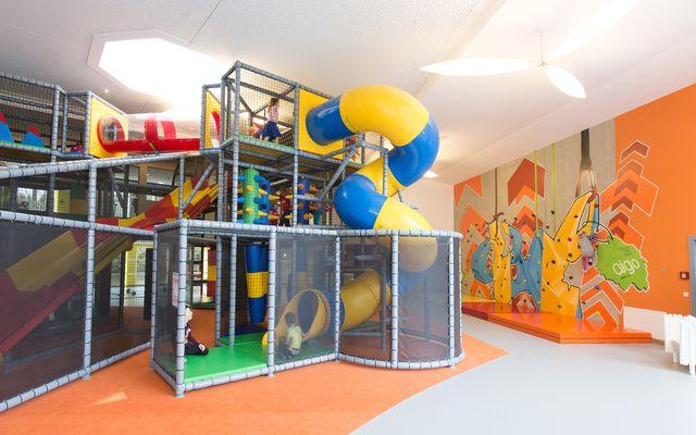 IMP_Familienhotel_Aigo_Familien_Sportresort_Sporthalle_Außenpool.jpg