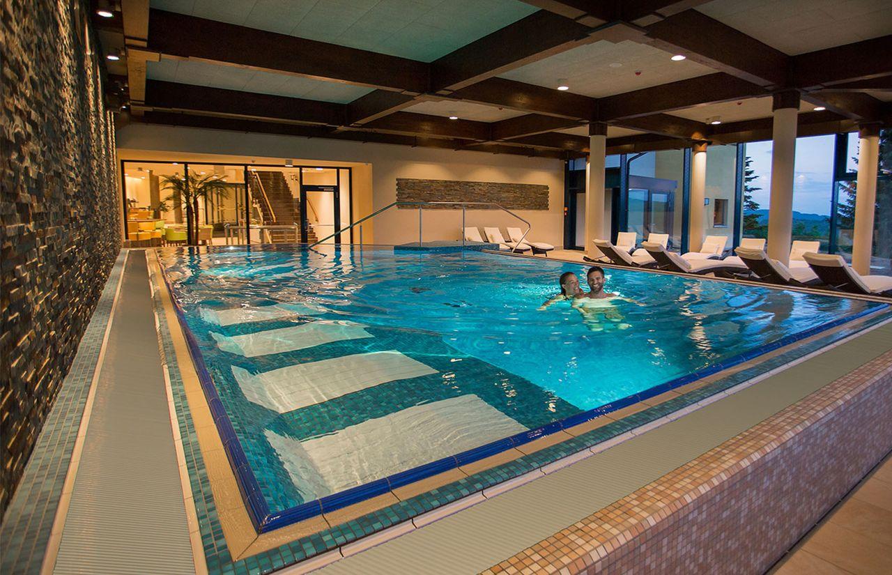 Familienhotel_Elldus_Resort_Hallenbad.jpg