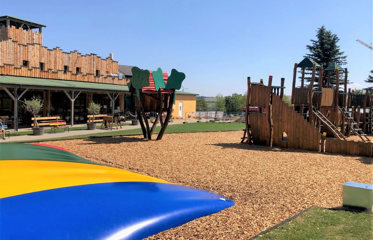 Außenspielbereich am Elldus Resort_Spielscheune.jpg