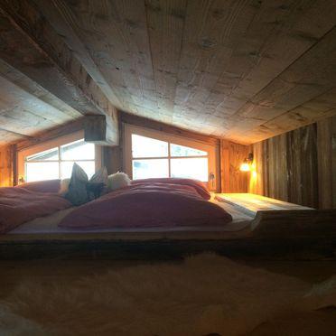 Meine kleine Alm, Schlafplatz unter Dach