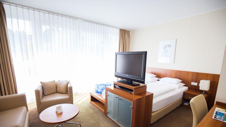 doppelzimmer standard sdseite - Luxusbad Whirlpool