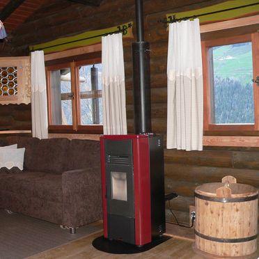 gemütliche Couchecke mit Ofen, Berghütte Ahrntal, St. Johann im Ahrntal, Südtirol, Trentino-Südtirol, Italien