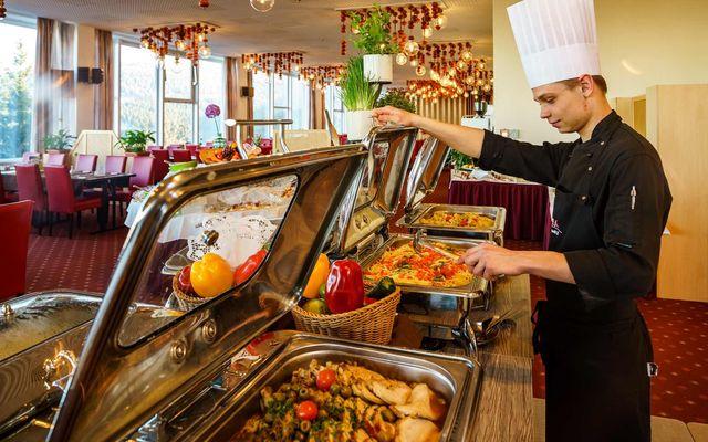 Koch am Buffet - AHORN Hotel Am Fichtelberg