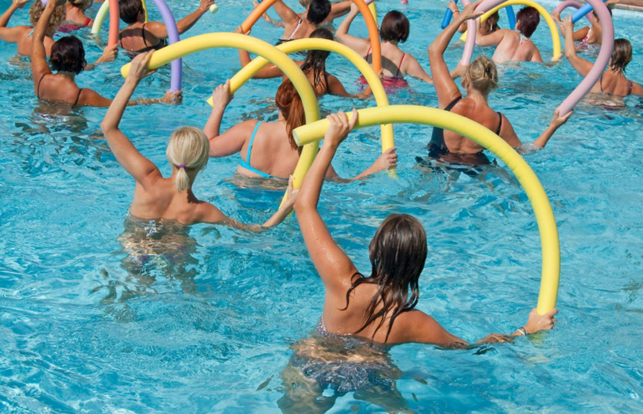 Wassersport im Swimming Pool