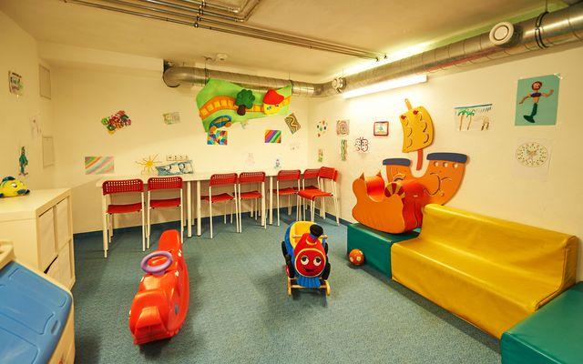 25 Kinderspielraum