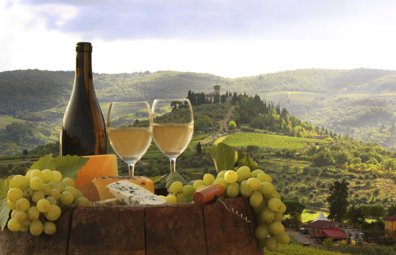Käse, Wein und Trauben