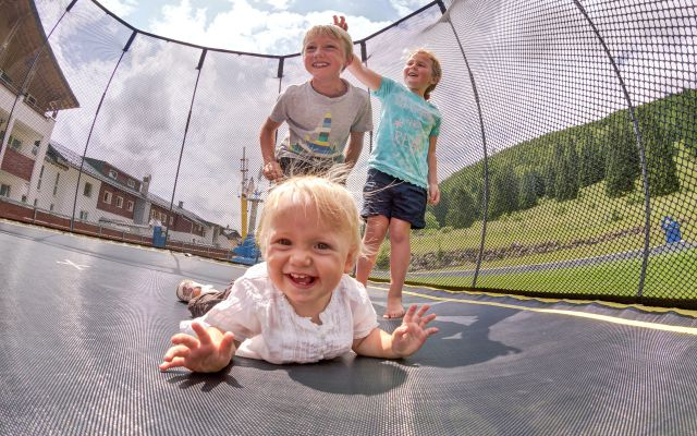 Kinder Trampolin groß (www.360perspektiven.at)