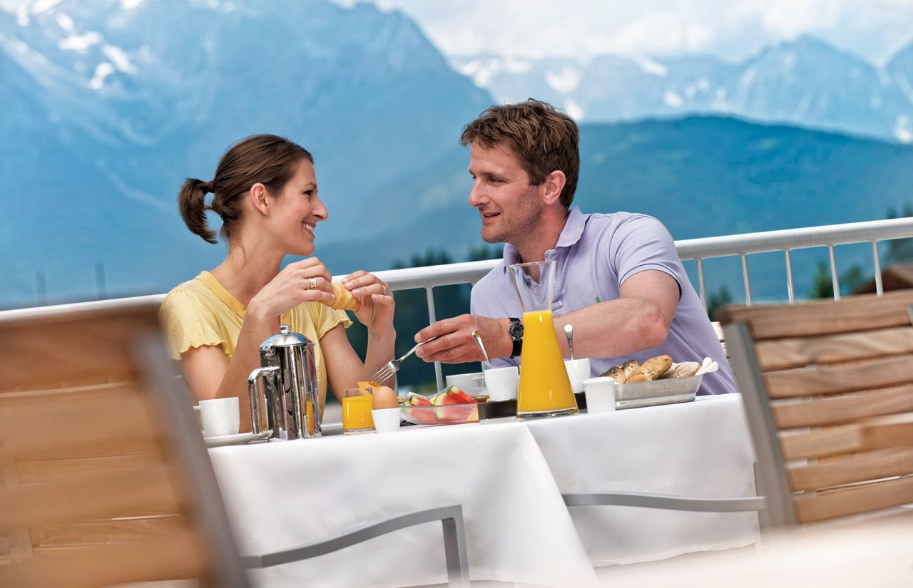 Paar Frühstück Terrasse