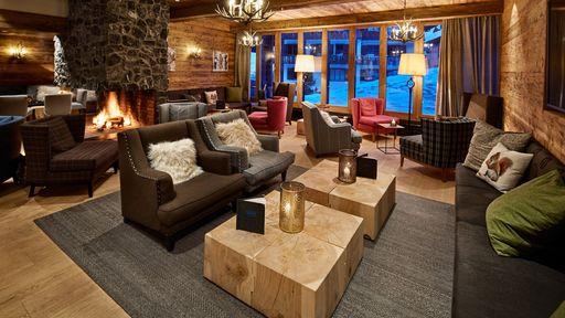 Top-Ambiente im Restaurant und auf der Terrasse im Familotel Gorfion.