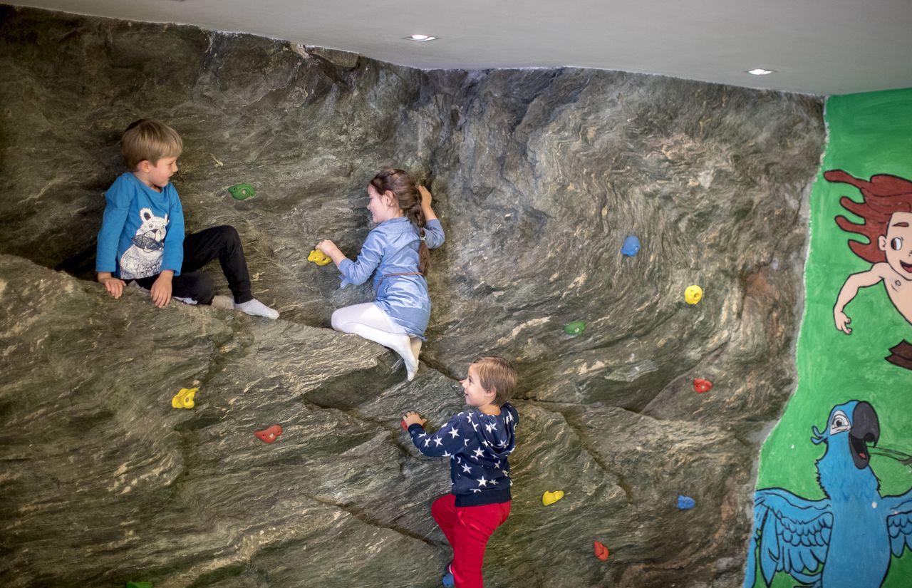 Klettwand für Kinder im Kinderhotel Felsenhof