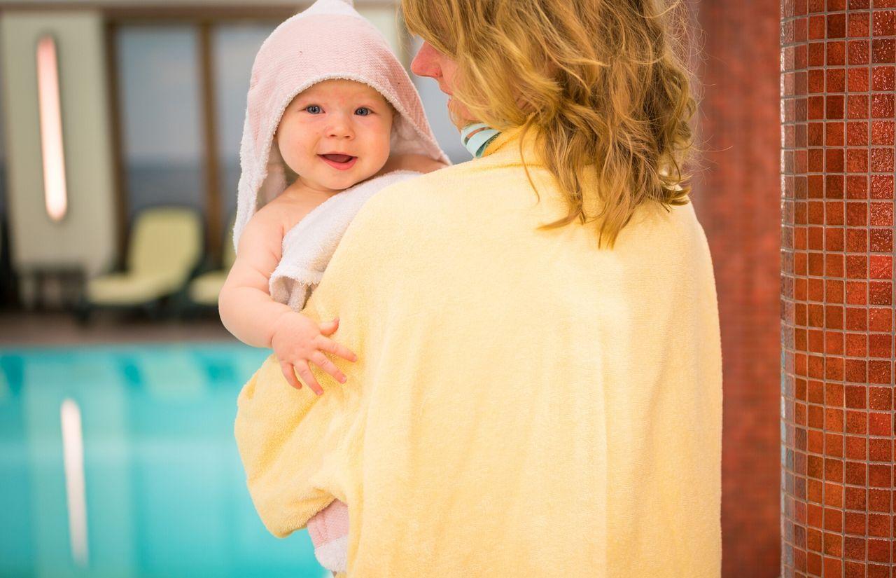 Schwimmbad Mutter Kind Bademantel.jpg