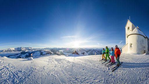 Skifahren, Snowboarden, Rodeln, Wandern, Langlaufen oder Eislaufen.