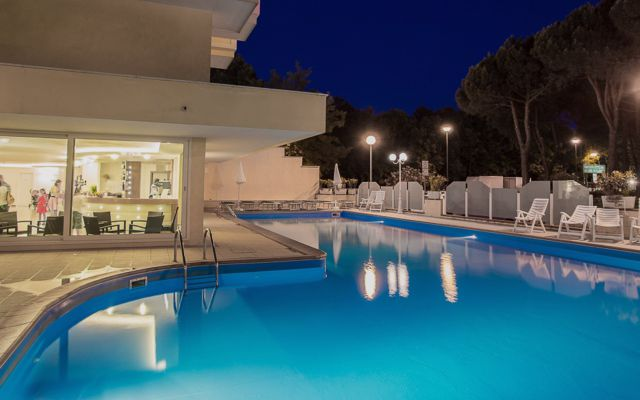 Pool des Familienhotels in Lido di Classe