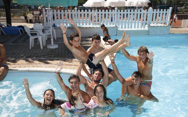 Pool und Kinder-Outdoor-Bereich