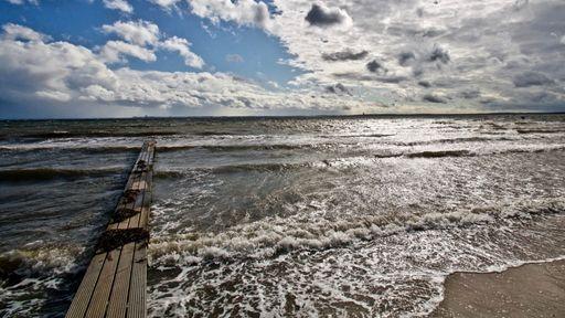 Gemütlicher Badeort mit langem, feinsandigen Strand in Südlage, schönen Dünen und einer herrlichen Strandpromenade.