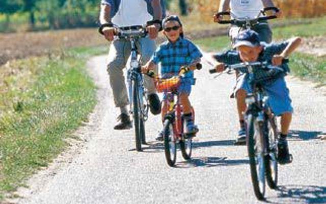 Mit dem Fahrrad unterwegs mit der ganzen Familie