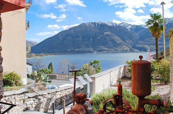 "Outside Summer 1 - Main Image, Ferienhaus ""Casa Rossella"" mit Seeblick, Minusio, Tessin, Ticino, Switzerland"