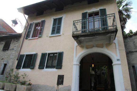 Außen Sommer 1 - Hauptbild, Castello Annalina, Castelveccana, Lago Maggiore, Lombardei, Italien