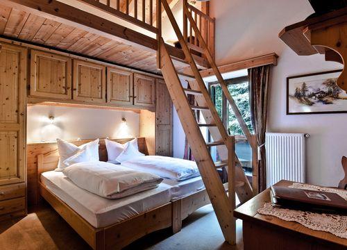 Mulit-Bed Room Classic – with 3 beds on mezzanine floor (1/1) - Aqua Bad Cortina